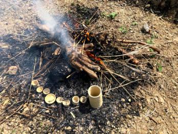 竪穴で焚火焼物